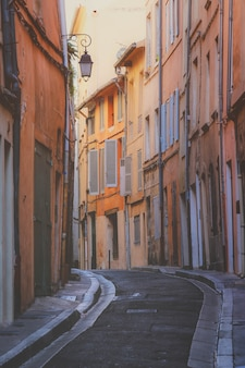 Cidade típica de provence aix en provence com fachada de casa antiga