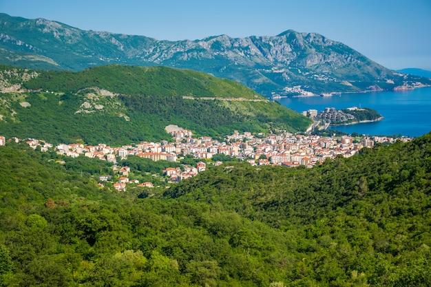 Cidade turística de budva no montenegro.