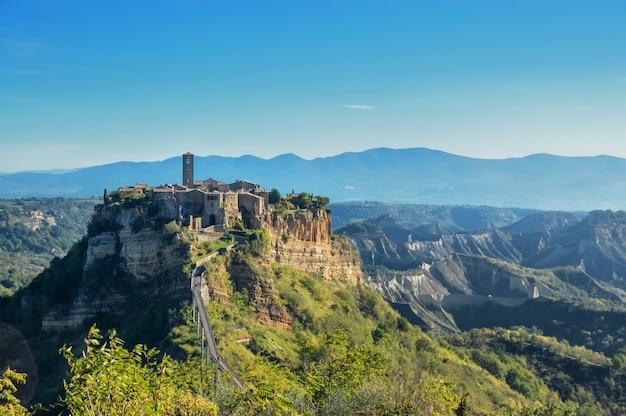 Cidade velha civita di bagnoregio na itália