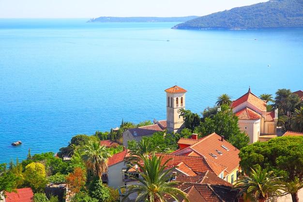 Cidade velha de herceg novi e baía de kotor, montenegro