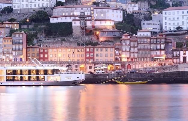 Cidade velha de porto e rio de douro, portugal.