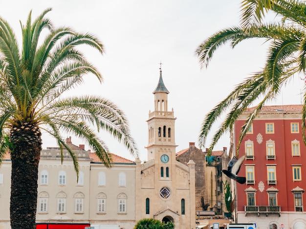 Cidade velha de split croatia dentro da arquitetura antiga da cidade