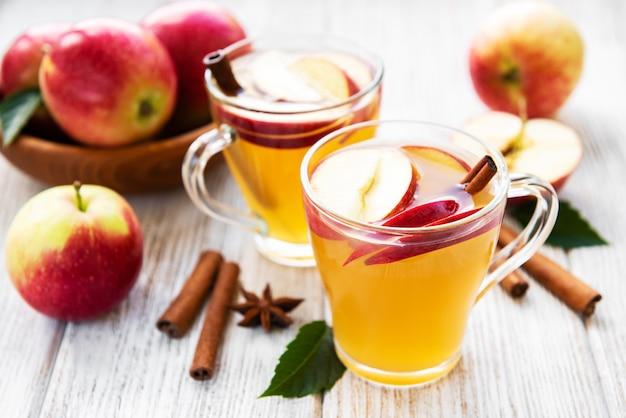 Cidra de maçã com paus de canela