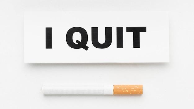 Cigarro com mensagem de abandono