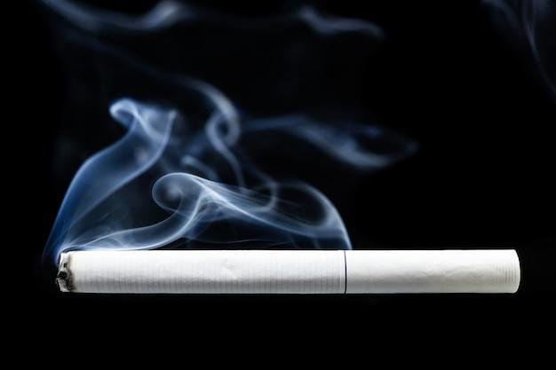 Cigarro de fumaça de cigarro
