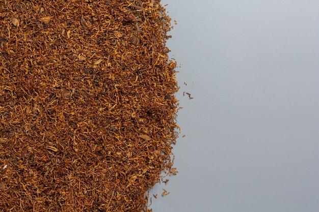 Cigarro na superfície escura. mundo sem conceito do dia do tabaco.