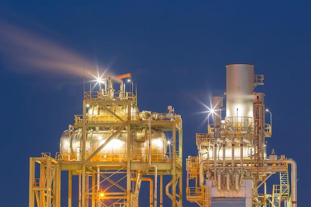 Cilindro de expansão na planta de refinaria de petróleo petroquímica.