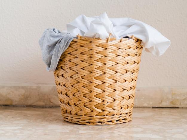 Cima, cheio, galho, lavanderia, cesta