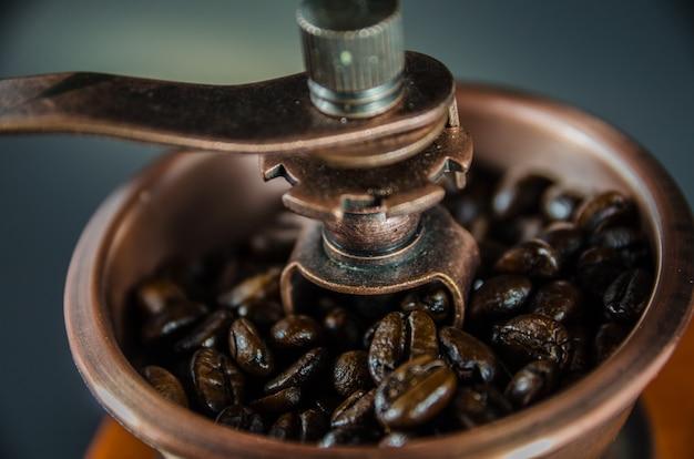 Cima, de, feijões café, em, moedor café