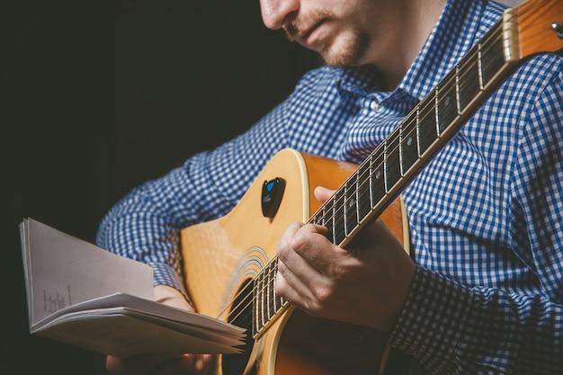 Cima, de, guitarrista, mão, violão jogo