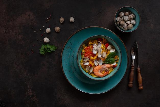 Cima, de, marisco, macarrão, tagliatelle, com, amêijoas, camarões, e, legumes