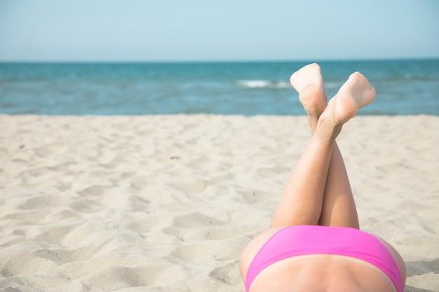 Cima, de, mulher, pernas, ligado, praia