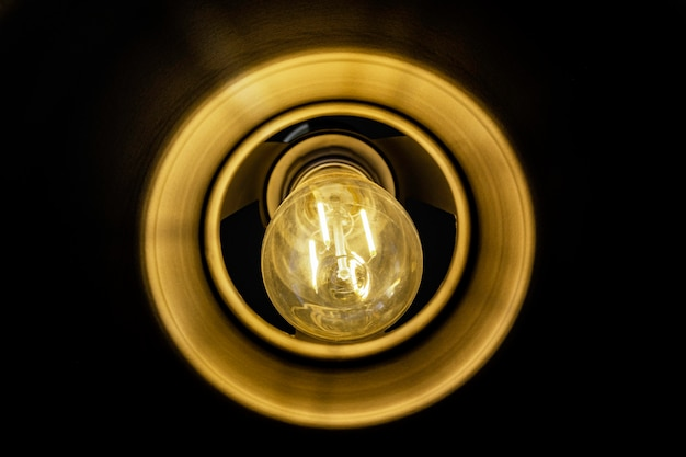 Cima, lâmpada incandescente, brilhar