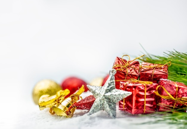 Cima, vista, de, estrela, sino, caixas presente, e, natal, bolas