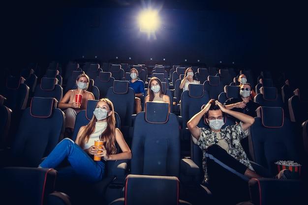 Cinema cinema durante quarentena regras de segurança para pandemia de coronavirus