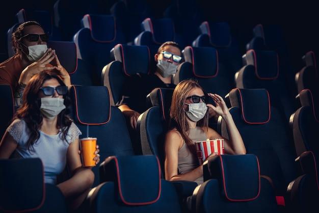 Cinema cinema durante quarentena. regras de segurança social para pandemia de coronavirus