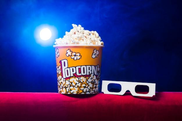 Cinema com caixa de pipoca