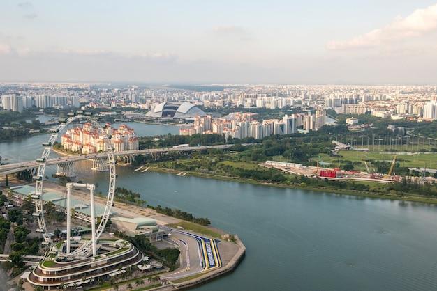 Cingapura - 26 de março de 2017: vista da floresta da nuvem em jardins pela baía, singapura Foto Premium