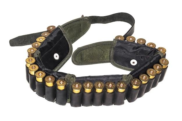 Cinto de cartucho com um cinto de couro para caça e cartuchos esportivos para uma espingarda de calibre liso