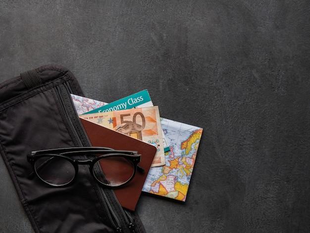 Cinto de dinheiro com passaporte