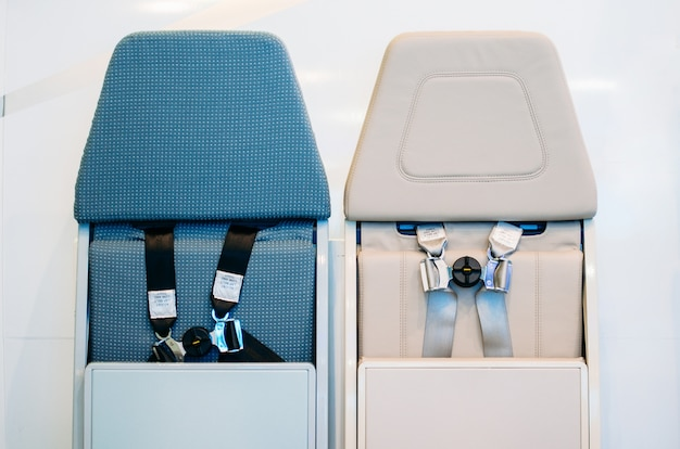 Cintos de segurança da aviação, dentro da aeronave.
