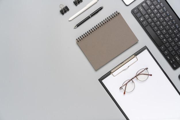 Cinza e branca vista superior estacionária para conceito criativo e de negócios