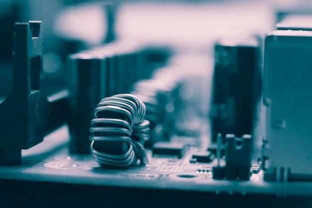 Circuito de placa-mãe eletrônica azul fechar fundo macro.