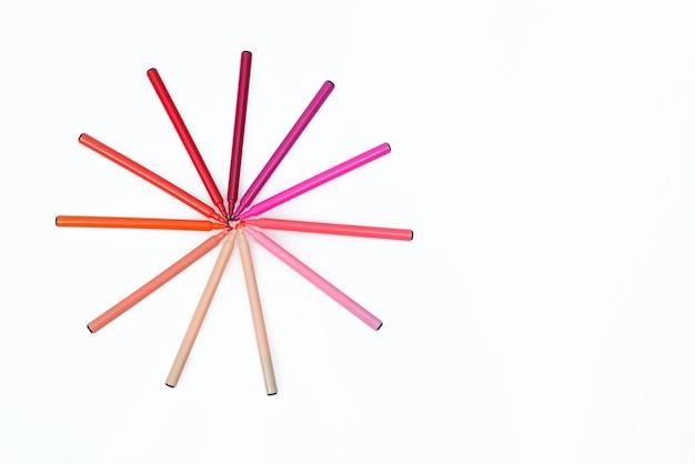 Círculo de marcadores de cor vermelha