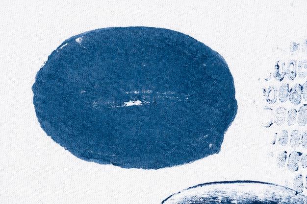 Círculo estampado em tecido branco
