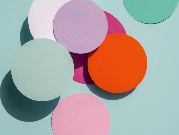 Círculos coloridos de fundo geométrico de papel