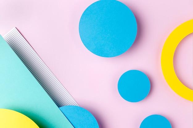 Círculos de papel azul e amarelo