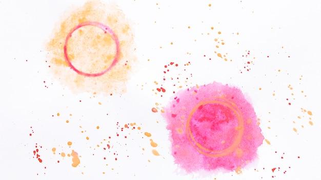 Círculos em aquarela espirrando