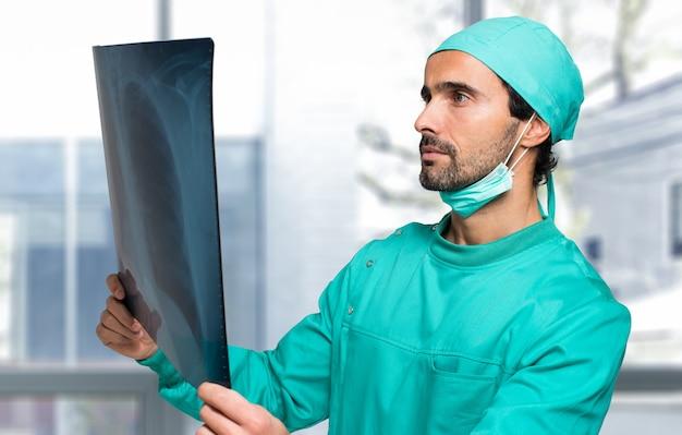Cirurgião, olhar, um, pulmão, radiografia