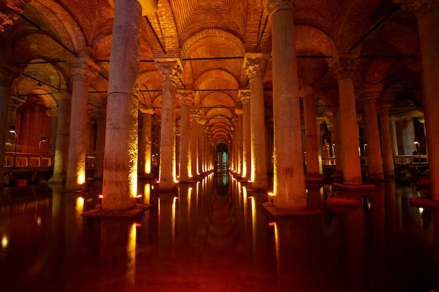 Cisterna da basílica subterrânea, istambul, turquia