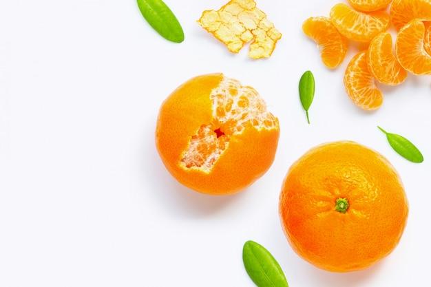 Citrinos alaranjados frescos isolados. suculenta, doce e alta vitamina c.