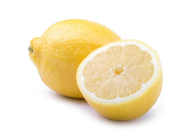 Citrinos de limão amarelo com limão frutas meio isolado no branco