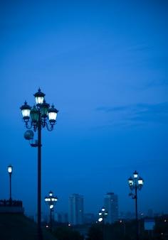 Cityscape com lanternas