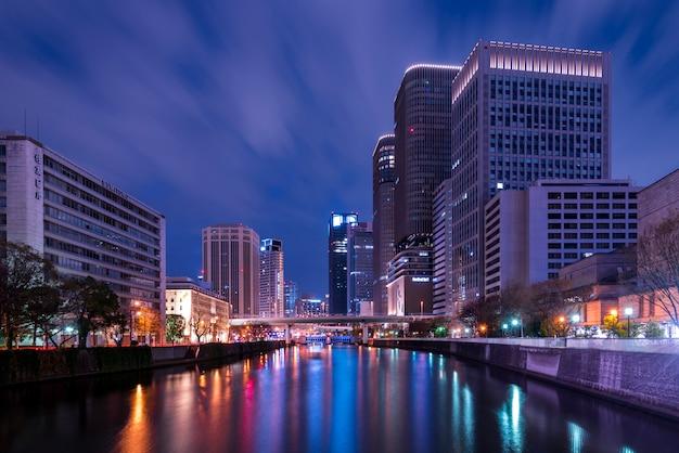 Cityscape highrise lotado arranha-céus escritórios apartamentos osaka japão