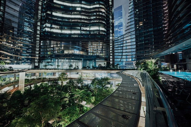 Cityspace futurista na noite