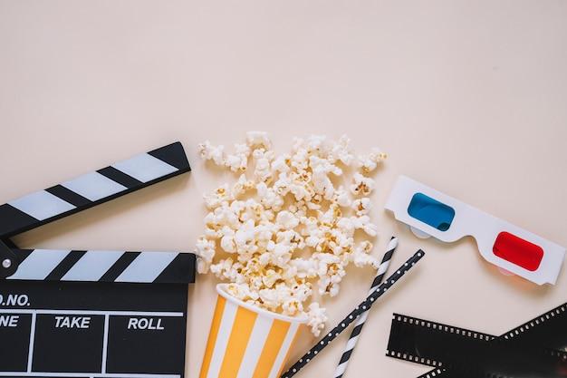 Clapperboard com elementos de filme