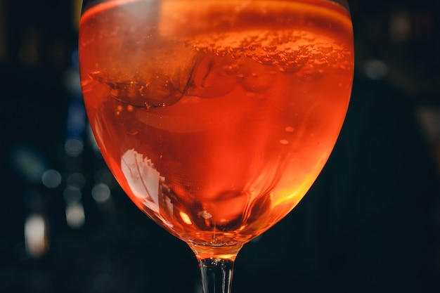 Clássico italiano aperol spritz cocktail