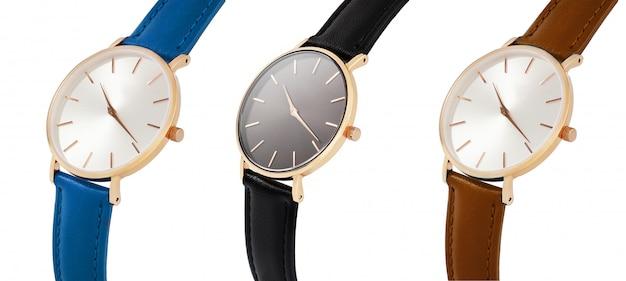 Clássico mulheres ouro relógio mostrador preto, pulseira de couro, isolar em fundo branco