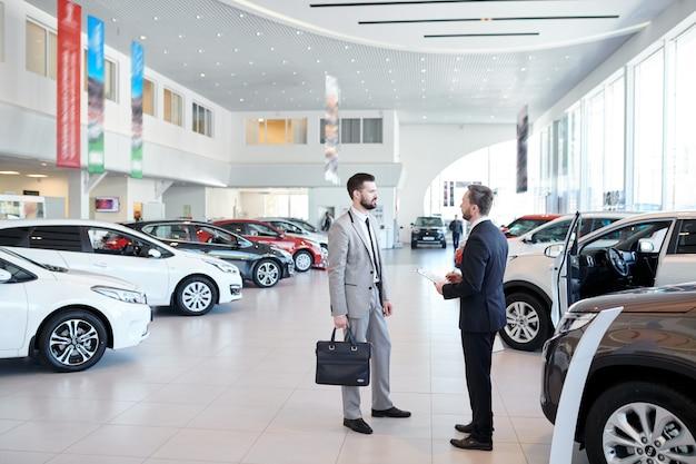Cliente de consultoria de vendedor de carros