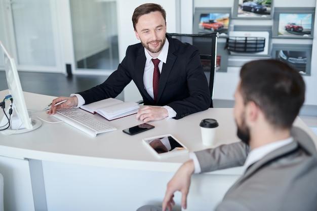 Cliente de consultoria para gerente de negócios
