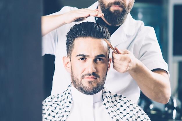 Cliente em uma barbearia