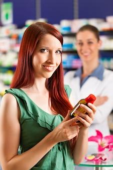 Cliente em uma farmácia