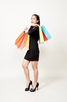 Cliente feliz mulher com sacola de compras