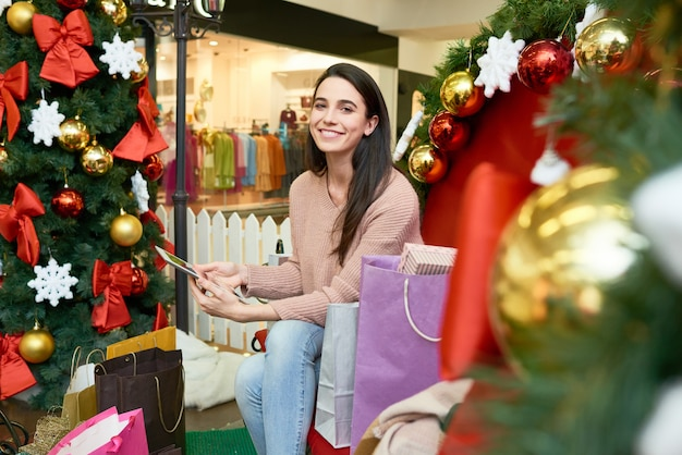 Cliente feliz no shopping