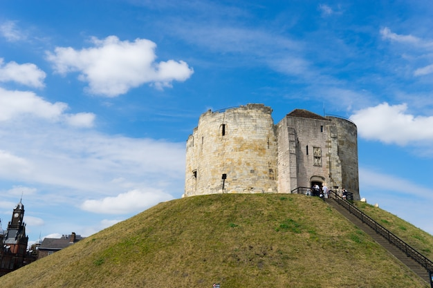 Cliffords tower, em york, inglaterra, reino unido