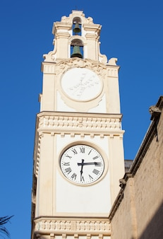 Clocktower no centro da cidade de gallipoli